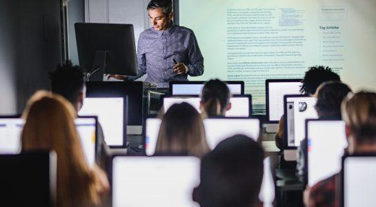 Die Lern- bzw. Kommunikationsplattformen in Bildungseinrichtungen / Schulen professionalisieren – wir unterstützen Sie mit hohem Expertenwissen und langjähriger Erfahrung